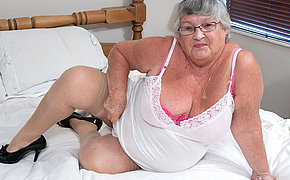 This granny loves to get untidy herself
