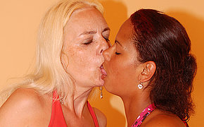 Hot Casandra gets licked by mature Vivien