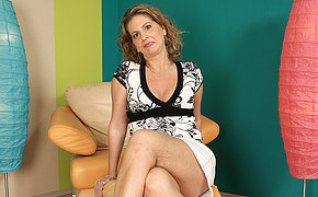 This saleable housewife goes wet on her chair