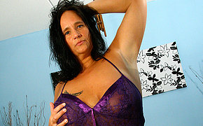 Big breasted mature slut squirts like a firehose