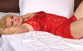 Blonde mature slut going at it on the top of her bed