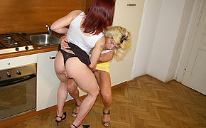 Blistering housewife effectuation yon a hot teen