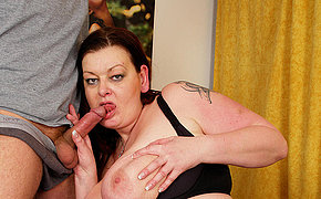 Huge mama getting a mouth full of manjuice