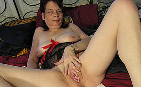 Kinky mama carryingon with personally