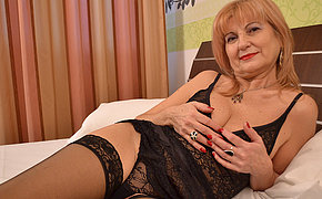 Classy mature lady getting enclosing nasty