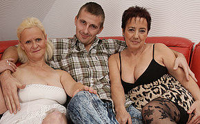 Threesomes on in grannies
