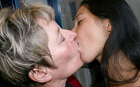 Old and young lesbos get yes kinky