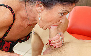 This anal loving mature slut gets a warm surprise