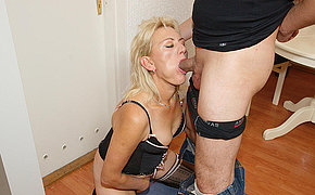 This horny mature mama gets it hard and long
