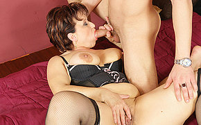 This horny mature slut gets a warm creampie