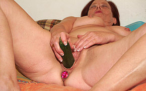 This mature slut loves to play with her own vagina