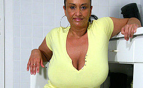 Big breasted MILF getting juicy and wild