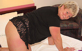 Chubby mature slut playing with her toys