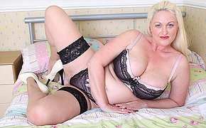 Hot British big breasted missis gets horny as hell