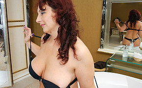 Horny housewife getting extra juicy in her bathtub