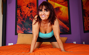 Horny mature slut playing on her bed