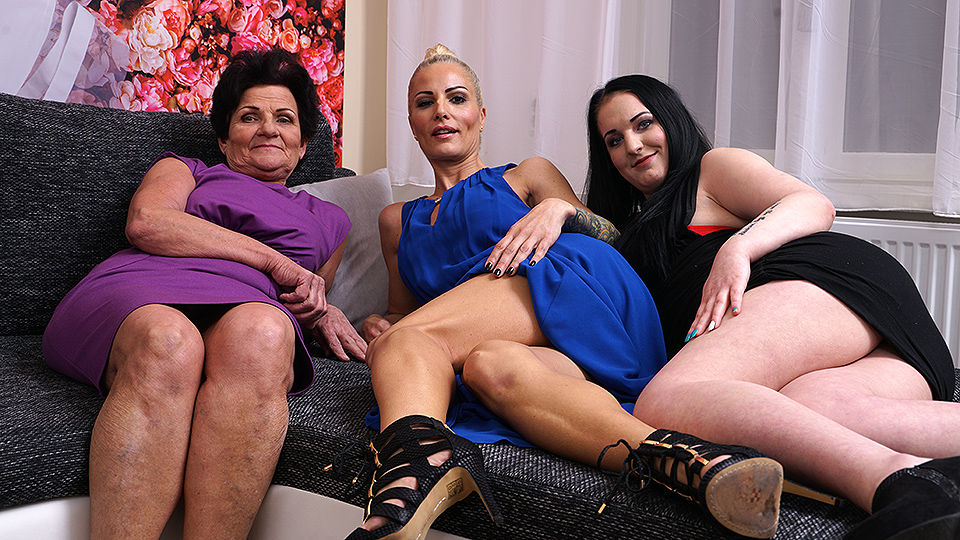 Out lesbians couch making on