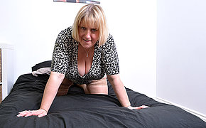 Huge titted British housewife playing with herself