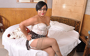 Latin housewife playing with herself