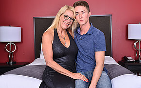 Naughty British cougar doing her boyfriend