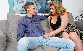 Horny housewife gets her hairy pussy fucked by her boyfriend
